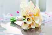 Beautiful calla lilies bouquet — Stock Photo