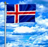 Islândia acenando a bandeira contra o céu azul — Fotografia Stock
