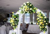 Beautiful wedding flower arch decoration in restaurant — Stock Photo
