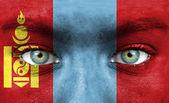 человеческое лицо окрашены с флагом монголии — Стоковое фото