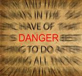 Blured tekst op vintage papier met focus op gevaar — Stockfoto
