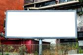 Kentsel arka plan boş pano — Stok fotoğraf