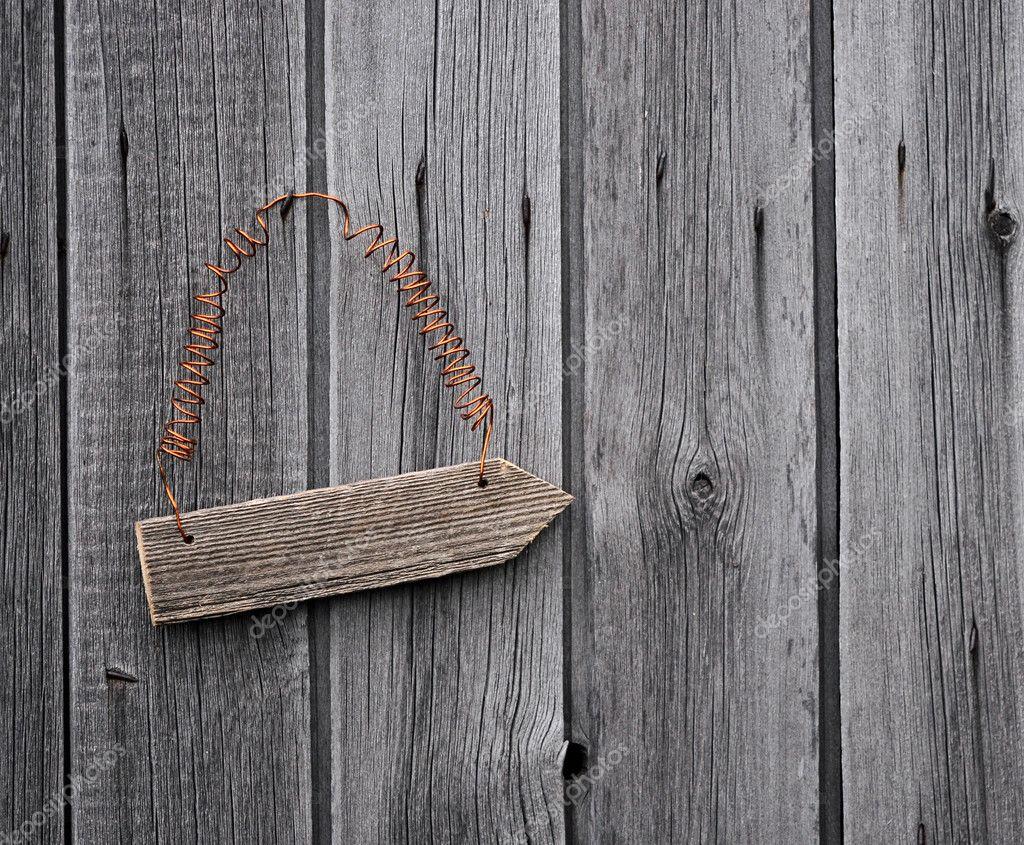 Vieille enseigne sur le mur en bois vieilli — Photographie inxti74  ~ Panneau Bois Vieilli