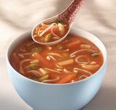 чаша на столе с китайский суп и традиционной ложка hoveri — Стоковое фото