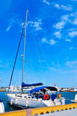 Sailing yacht in pier — Stockfoto