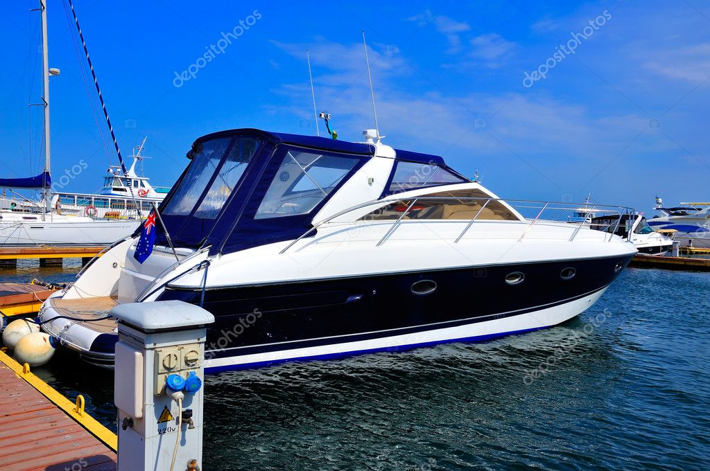 Motor yacht berth against the blue sky — Stock Photo #11326149