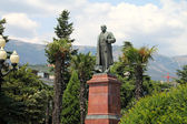 Lenin monument in the city of Yalta. — Stock Photo