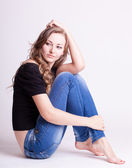 A beautiful young girl in jeans, natural style — Stock Photo