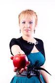 Dívka s červenými jablky — Stock fotografie