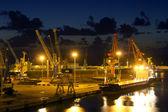 岸壁港の夜景 — ストック写真