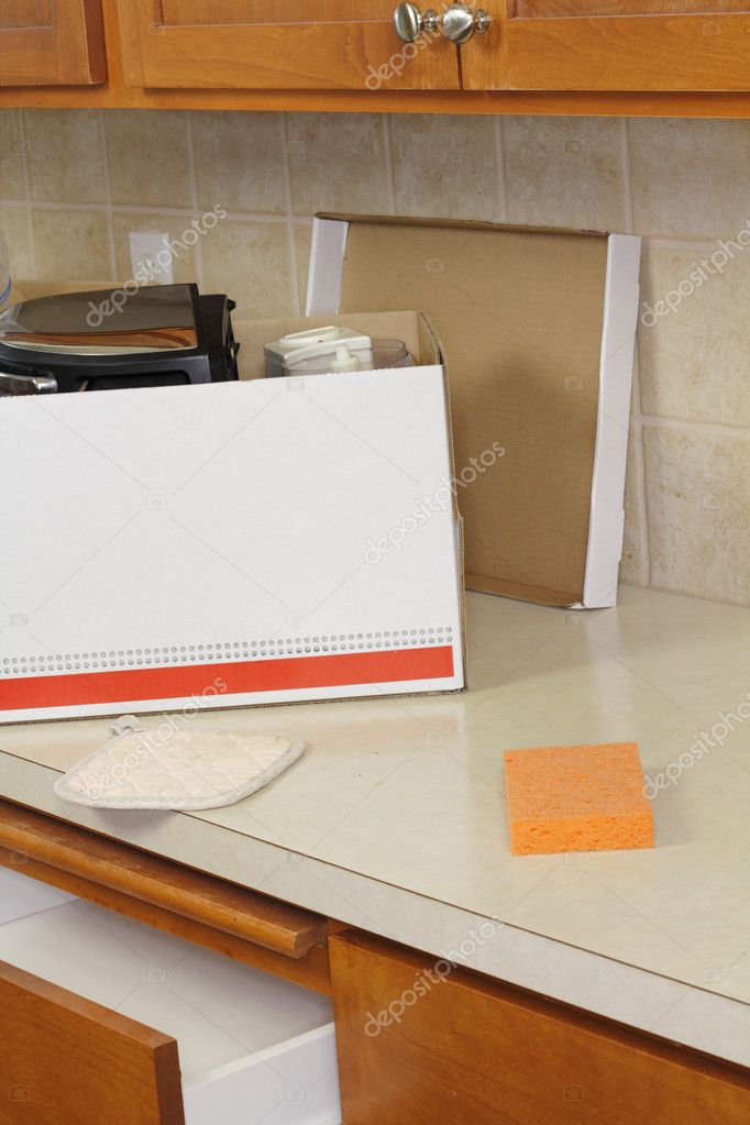 Box on a kitchen counter partially packed with a toaster and small electric chopper to go to a tag sale. — Stock Photo #11209585