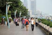 Peole are walkin on the quay in Xiamen — Stock Photo