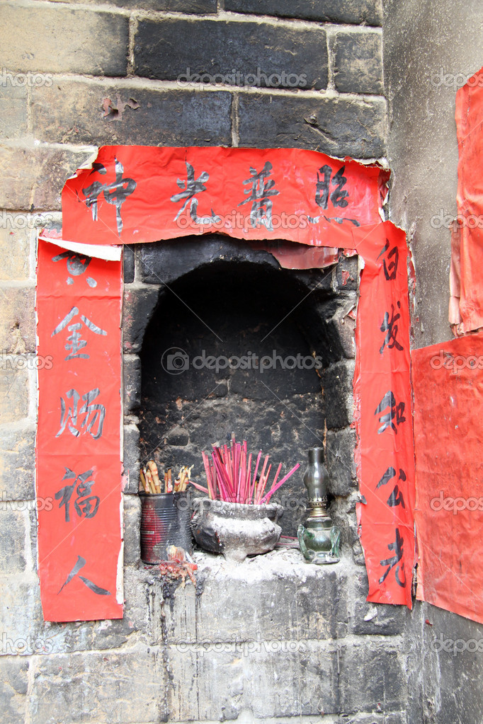 Old shrine in the stone wall, China — Stock Photo #10951712