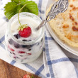 Creamy yoghurt and fresh berries — Stock Photo