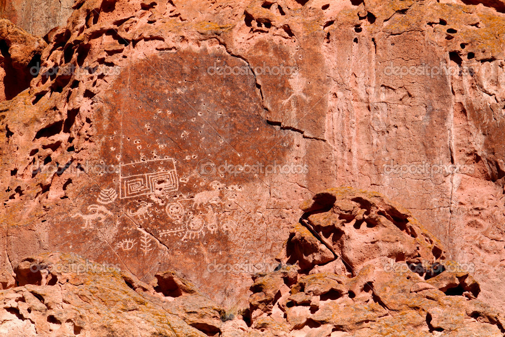Petroglyphs on the cliff walls of Fremont Indian State Park in Utah. — Stock Photo #11098310