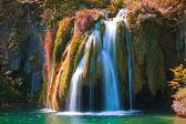 Waterfall and lake — Stock Photo