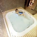 Girl in hot tub — Stock Photo #11415884
