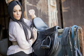 Chica en el establo — Foto de Stock