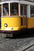 Alte straßenbahn in lissabon, portugal — Stockfoto