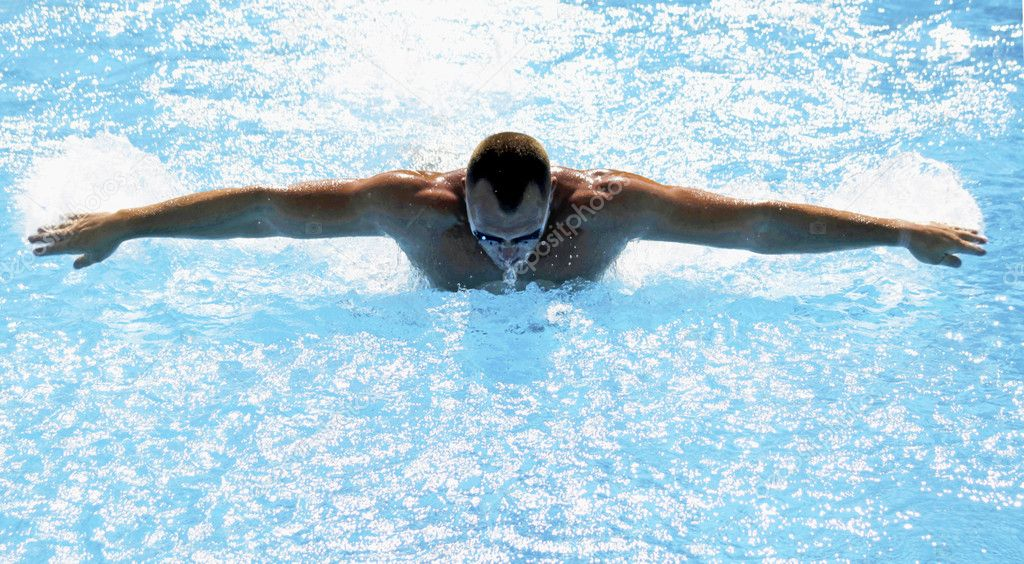 Athletic swimmer training hard in swimming pool — Stock Photo #12161025