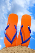 Flip-flops on the beach — Stock Photo