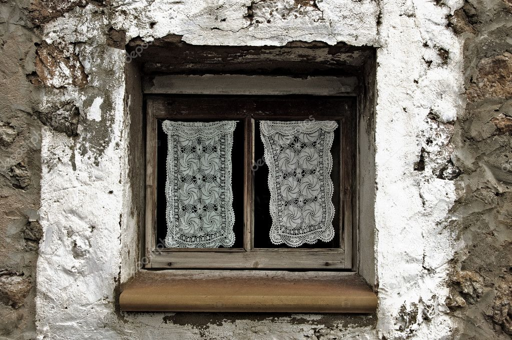 A view of a litle window in an old mediterranean village — Stock Photo #12014281