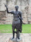 Kejsaren Trajanus staty — Stockfoto
