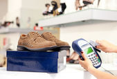 Paying with credit card in shoe store — Stock Photo