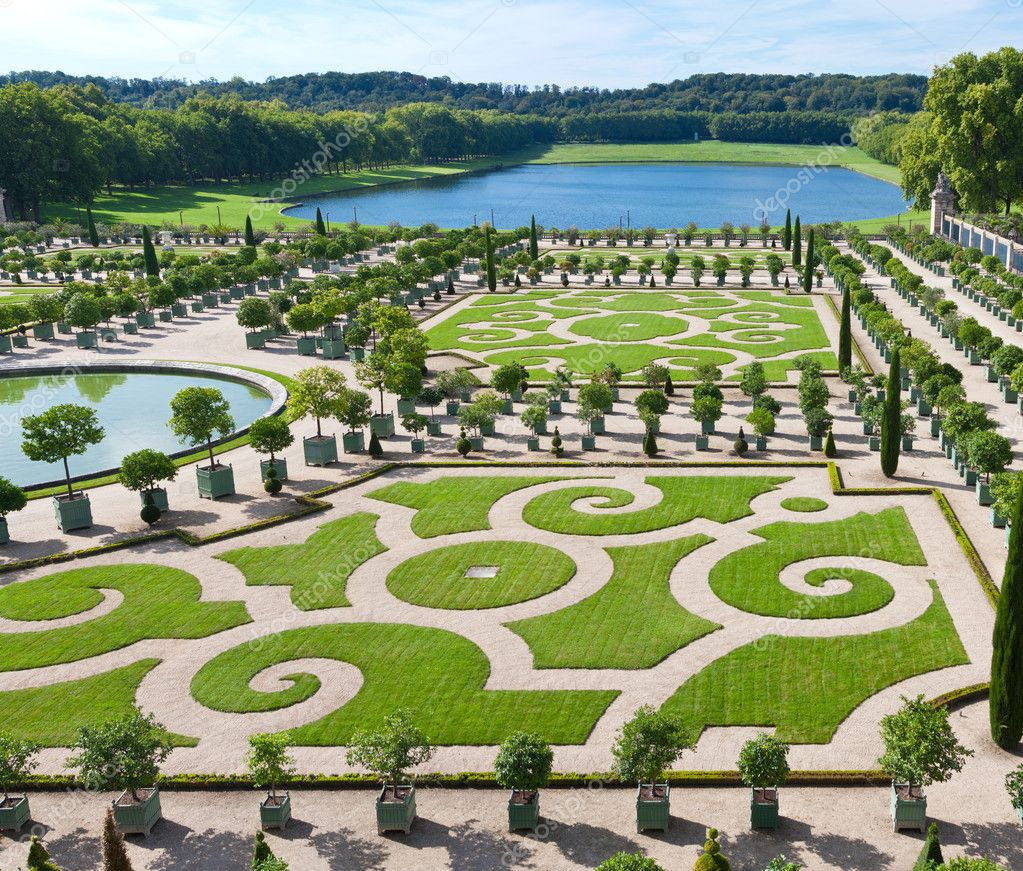 L'Orangerie garden and pond in Versailles palace — Stock Photo #12199249