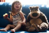 Pěkná dívka s medvídek — Stock fotografie