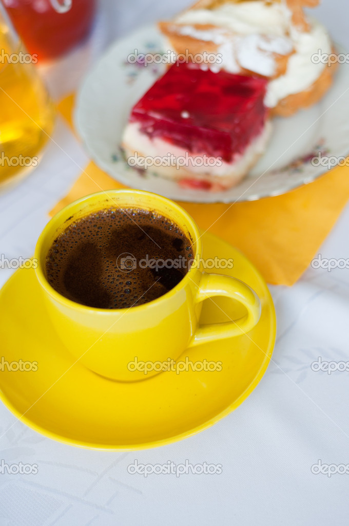 Cup of coffee with cakes — Stock Photo #10777079