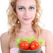 图库照片: Young woman with green salad an tomatoes
