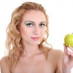 Молодая красивая женщина с зеленым яблоком — Стоковое фото