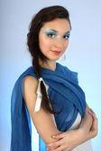 Portrét krásné ženy s modrými make-up — Stock fotografie