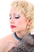 Jonge blondie vrouw met gesloten ogen. marilyn monroe imitatie — Stockfoto