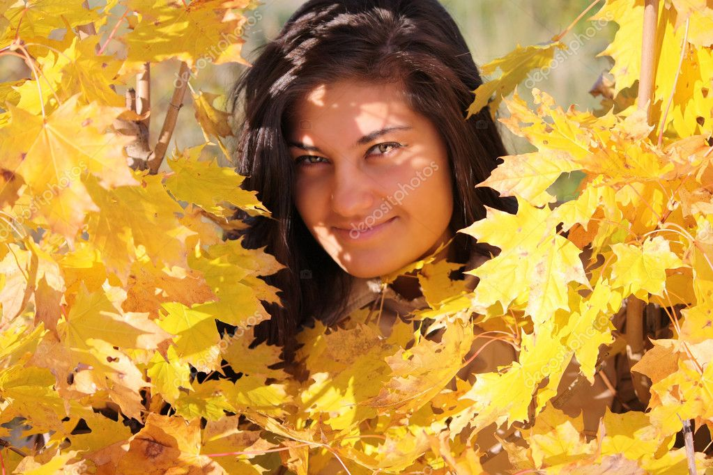 Young beautiful woman with golden maple — Stock Photo #11792803