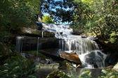 Fón pob vodopád, phukradung národní park — Stock fotografie