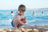 Little boy on the beach — ストック写真