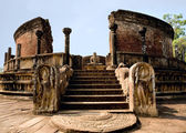Ancient Polonnaruwa temple - medieval capital of Ceylon — Stock Photo