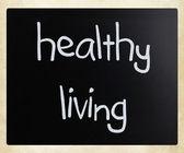 """Healthy living"" handwritten with white chalk on a blackboard — Photo"