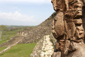 Maya ruins in jungle, portrait of the God, Tonina in Mexico — Stock Photo