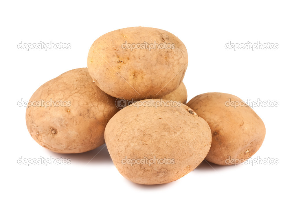 Heap of ripe potatoes isolated on white background — Stock Photo #11465226