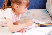 Pretty little girl draws picture — Stock Photo
