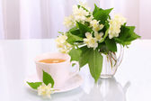 Cup of tea and jasmine flowers — Stock Photo