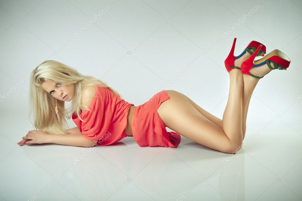 Sexy glamour blonde lying girl, beauty butt — Stock Photo #11541357