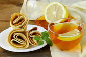 Cup of tea with lemon and mint — Stock Photo