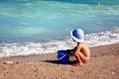 Barn vid stranden — Stockfoto