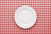 Empty plate at the table — Stock fotografie