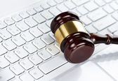Gavel at the computer keyboard — Stock Photo