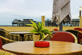 晚上在海牙海滨 scheveningen 咖啡厅。秋季 — 图库照片